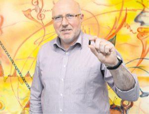 Hörgeräteakustikermeister Dipl.-Ing. Lutz Ehnert setzt auf moderne Technik aus eigenem Haus – Geräte sind heute klein und leistungsfähig.